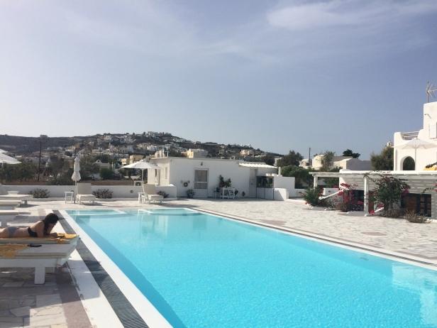 Akrotiri-style luxury